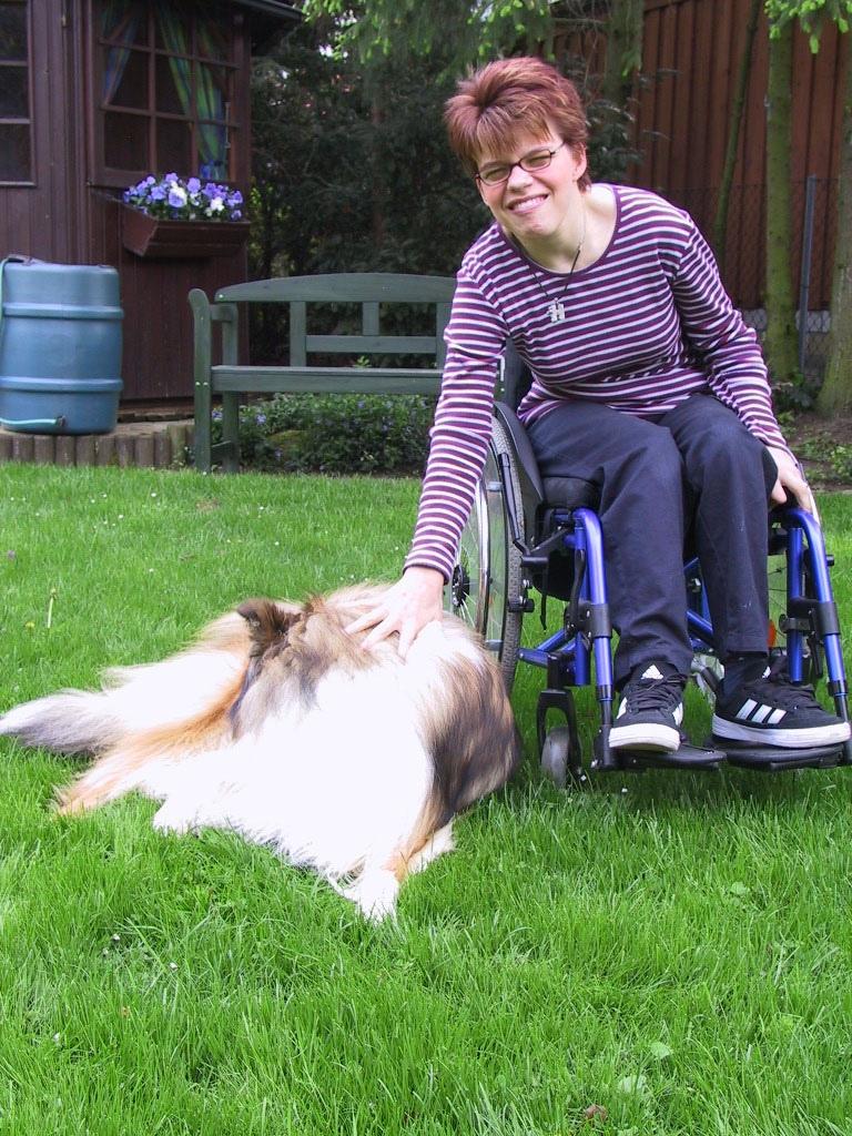 Unsere Tocher Julia mit ihrem Hund Henry